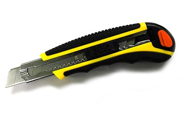 Cuttermesser Metall mit gummiertem Griff
