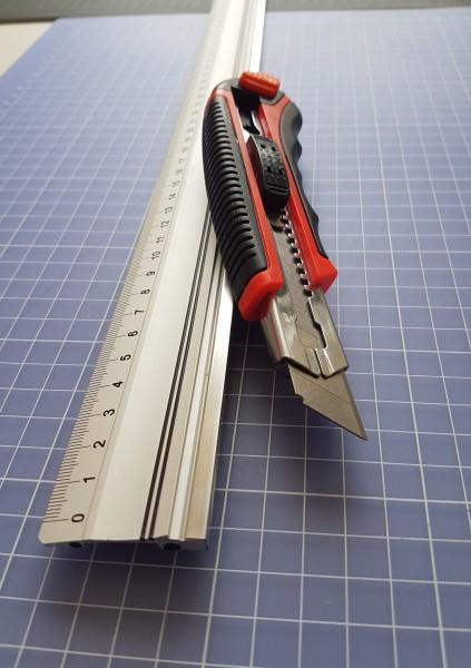 Alu Lineal mit Stahlkante 70 cm