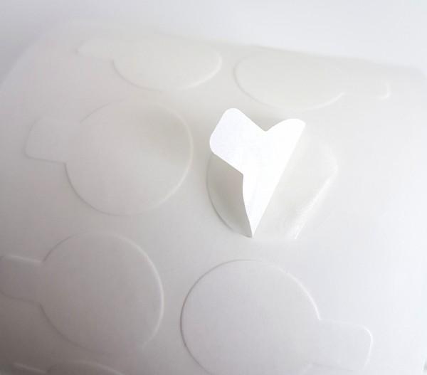 Doppelseitige transparente Klebepunkte mit Anfasshilfe